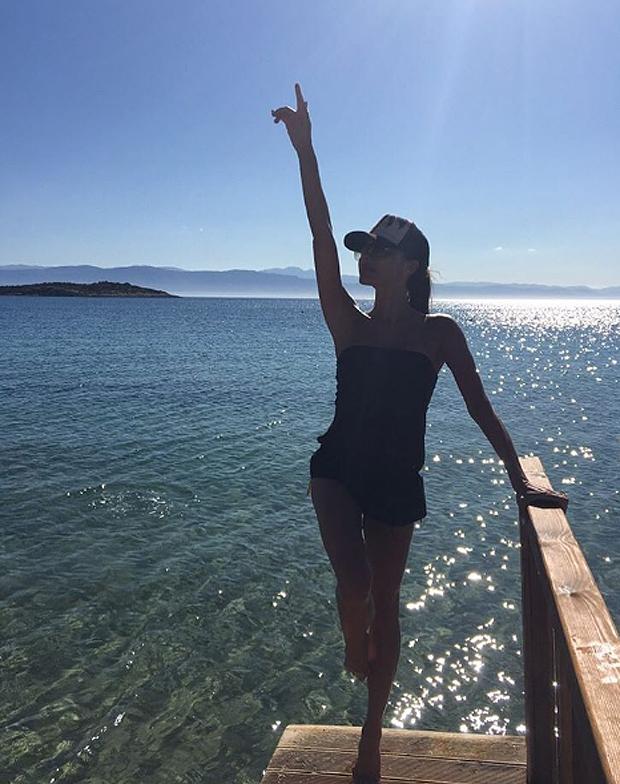Victoria beckham vacanze in famiglia in grecia pagina 6 for Vacanze in famiglia