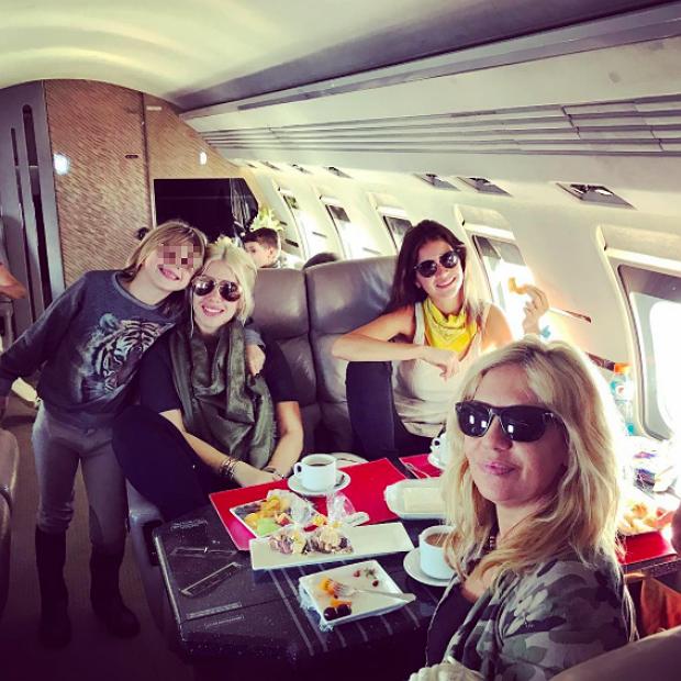 Jet Privato Icardi : Wanda nara colazione sul jet privato pagina